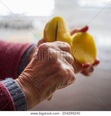 peeling potatoes in hand the hands of women aged