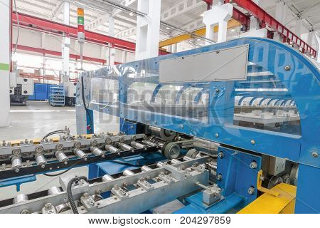 machine for the manufacture of metallic parts for refrigerator. plastics machinery