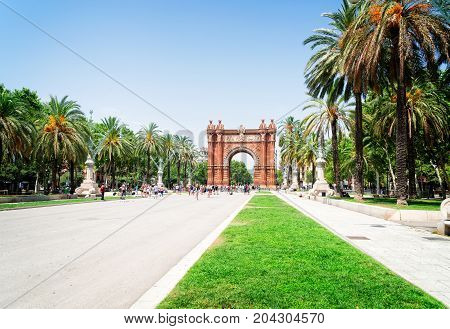 Passeig de Luis Companys and Arc de Triomf, Barcelona, toned