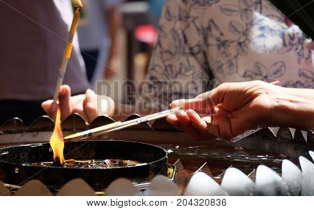 The incense, worship, candles, incense candles to Buddhist religious rites.