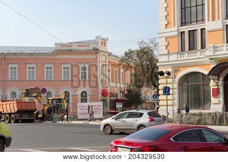 Nizhny Novgorod, Russia. - September 12.2017. On the Minin Square in Nizhny Novgorod is repairing the pavement.
