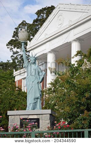 BLUE RIDGE, GEORGIA - August 25, 2017 The Blue Ridge Mountain Arts Association resides in the old Fannin County Courthouse which boasts a replica Statue of Liberty on its grounds.