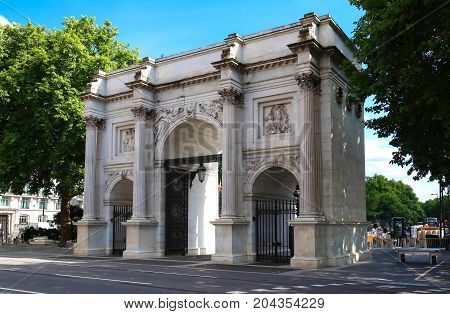 The Marble Arch is a 19th century white marble faced triumphal arch and London landmark.Historically, only members of the Royal Family and the KingTroop , Royal Horse Artillery are permitted to pass through the Arch.