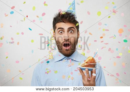 Young Male Celebrates Entering To University, Invites Many Friends For This Special Occasion, Has Sh