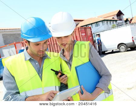 Workteam meeting on building site