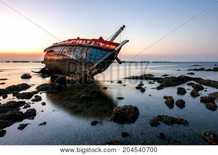 beautiful sunset boat crashes in the sea landscape Thailand