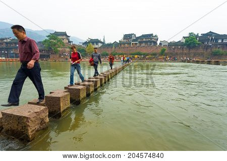 Fenghuang River Angled Stepping Stone Bridge