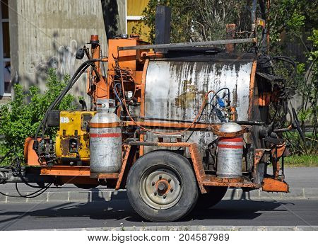Vehicle with gas containers for reparing street