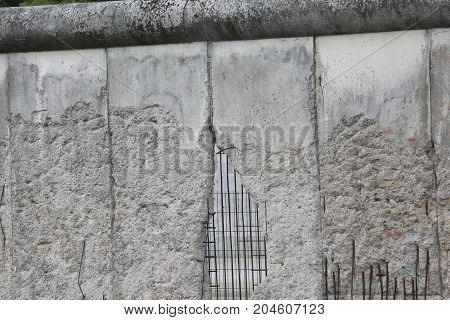 Berlino Wall Dividing The City Into Two Parts East And West Duri