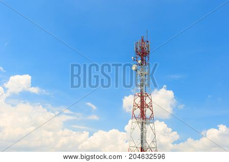 Communications tower in sky blue - Stock Image