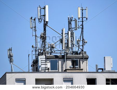 Antennas on the top of a hight building