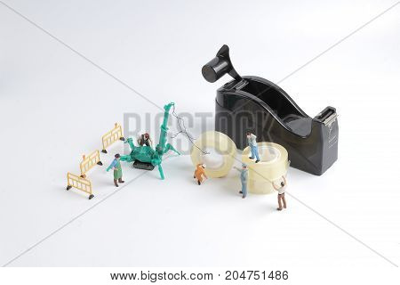 Tiny Worker Replace The Tape For Dispenser