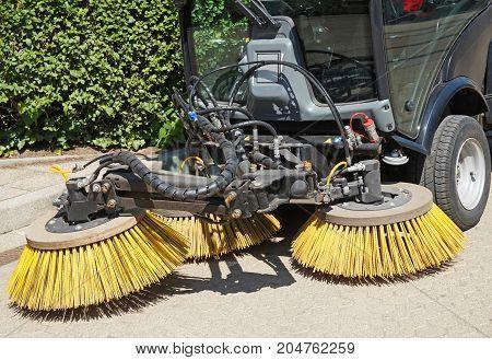 Sweeper of the street cleaner machinery otudoor