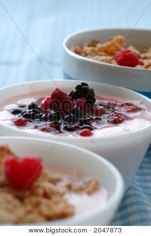 Cereal Yoghurt Breakfast