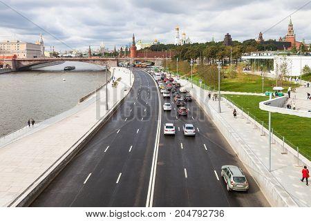 Tourists And Cars On Moskvoretskaya Embankment