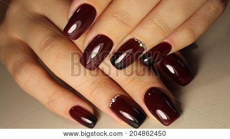Manicure Design Gradient Burgundy