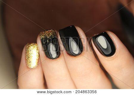 Manicure Design Black And Gold