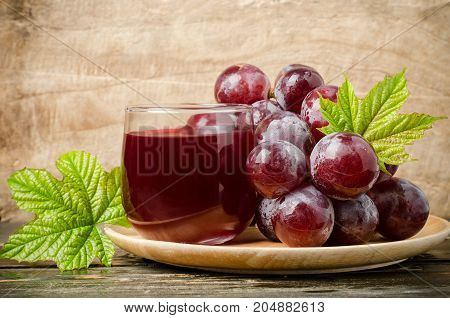 Red grapes and juice on wooden plate,healthy fruit and drink