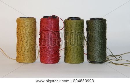 CARRETEL THREADS COLORS ASSEMBLY OF BIJOUTERIA AND MANUALIDADES HANDICRAFTS