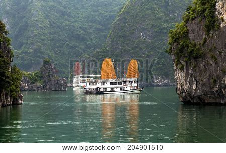 Ha Long Bay, Golden Sail Vietnam.