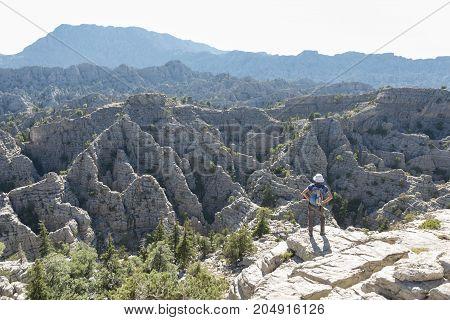 dangerous cliffs and deep dish &amazing mountains