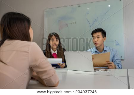 Manager asking candidate about her working experience