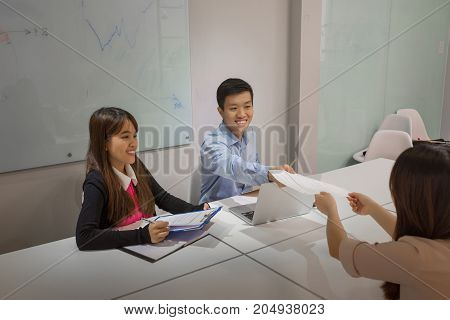 Interviewer congratulate candidate when she pass the interview excellently