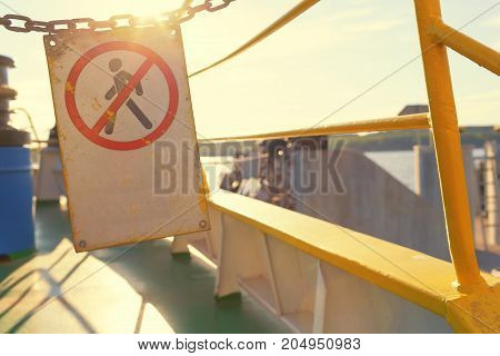 Warning on the passenger ferry sign on the prohibition of passage