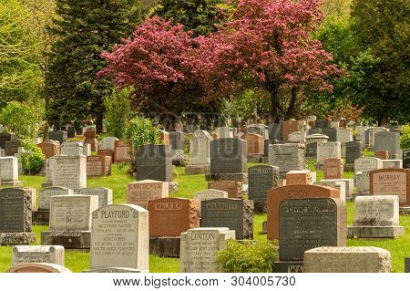 Montreal, Ca - 30 May 2019: Headstones In Montreal Cemetery In The Springtime