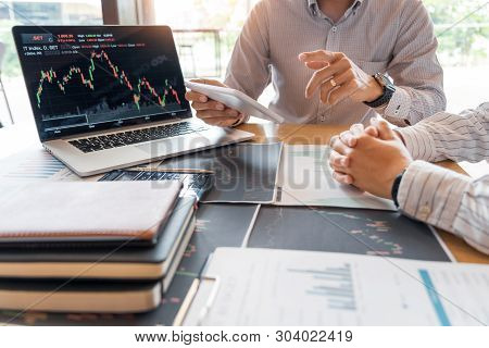 Working Business Man, Team Of Broker Or Traders Talking About Forex On Multiple Computer Screens Of
