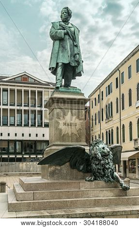 View On Campo Manin With Monument Of Ludovico Giovanni Manin