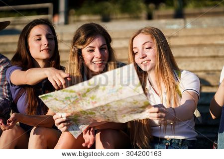 Friendship, Togetherness, Traveling, Vacation, Holidays, Togetherness, Sightseeing, City Tour, Stude