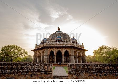 Photo Of Tomb Of Isa Khan, Delhi, India. Locate Near The Site Of The Mughal Emperor Humayun Tomb Com