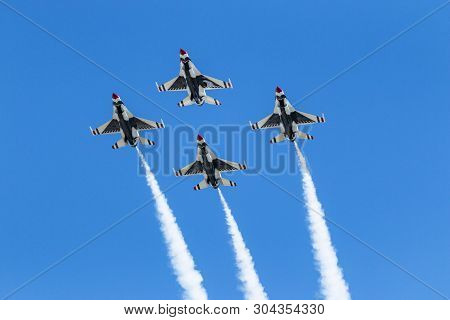 Wantagh, New York, Usa - 24 May 2019: The United States Air Force Thunderbirds Performing Diamond Fo