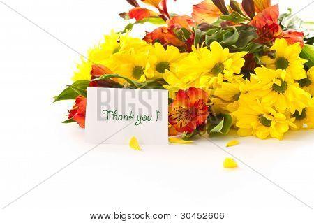 ein Blumenstrauß aus Chrysanthemen und Gerbera