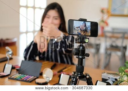 Beauty Blogger Live Broadcasting Cosmetic Makeup Tutorial On Social Media.