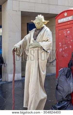 Edinburgh, Scotland - August 5, 2017: A 7 Foot Tall Yoda Entertains Passersby At The Edinburgh Festi