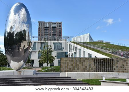 Houston, Tx - Apr 18: Glassell Junior School At The Museum Of Fine Arts In Houston, Texas, As Seen O