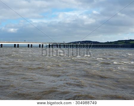 River And Bridge.  Dundee, Scotland - February 18, 2019 The Rushing Current Of The Tay River In Dund