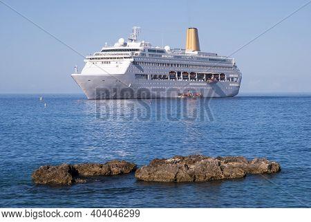 The Morning View Of A Drifting Cruise Ship Near Grand Cayman Island (cayman Islands).