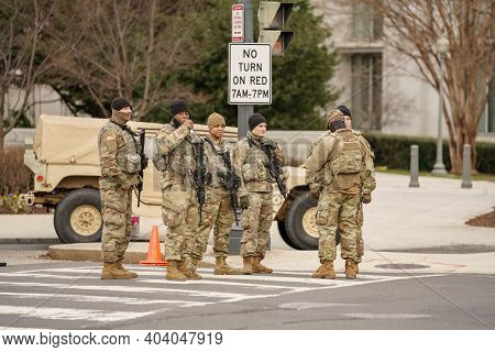 Us Army Military Men In Uniform Guarding The Us Capitol Building Washington Dc Usa