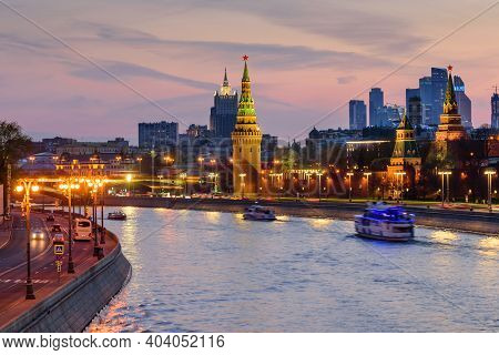 Moscow, Russia - April 29, 2018: Sunset View Of Moscow Kremlin And Moscow River. Architecture And La