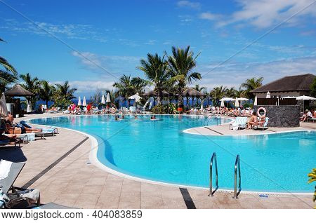 Tenerife Island, Spain - May 21: The Tourists Enjoying Their Vacation At Luxury Hotel On May 21, 201
