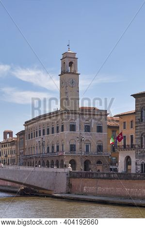 Pisa, Italy - March 31 2019: The Palazzo Pretorio And Its Clock Tower Next To The Logge Dei Banchi,