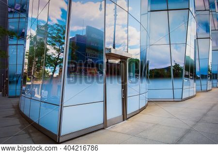 New York City, Usa, May 2019, Close Up Of The Facade Of The Iac Building At Ground Floor Level In Th