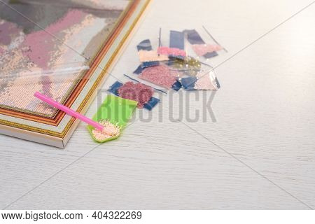 Home Hobby To Draw A Picture Of Rhinestones, Multicolored Diamond Mosaic. The Process Of Gluing A Pe