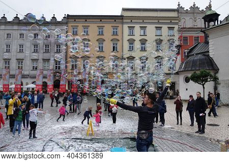 Krakow,poland - 9-22-2017: A Street Performer Entertains The Crowd With Bubbles In The Main Square O