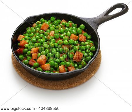 fresh green peas with ham in skillet