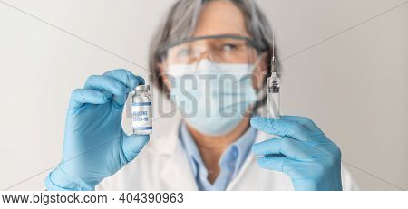 Close-up A Gray-haired Senior Female Doctor Who Representative Wearing Eye Goggles, Latex Gloves, An