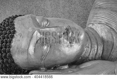 Phayao, Thailand - Dec 6, 2020: Black And White Close Up Gold Buddha Reclining In Sanctuary Or Chape